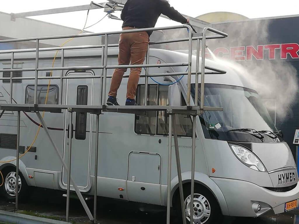 Auto wassen zoals campers en vrachtwagens of caravan