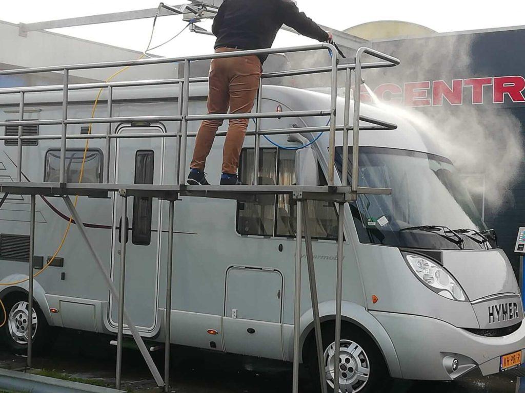 Campers en caravans wassen